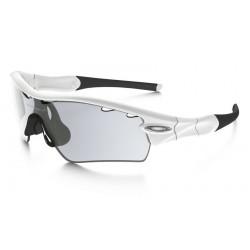 Radar Path Matte White / Clear Black Iridium Photochromic (OO9051-05)